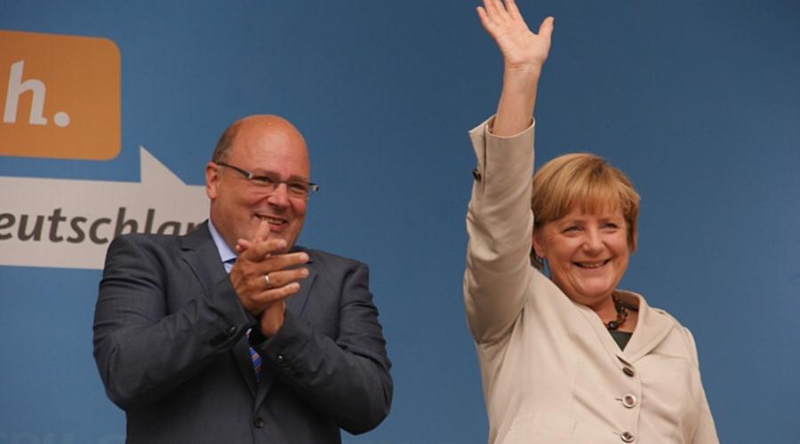 Angela Merkel und Steffen Kampeter 2013 in Minden