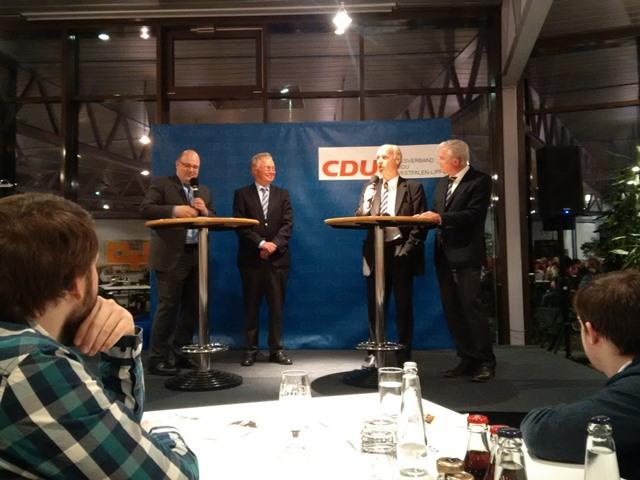 Steffen Kampeter MdB (links) moderierte die Podiumsdiskussion.